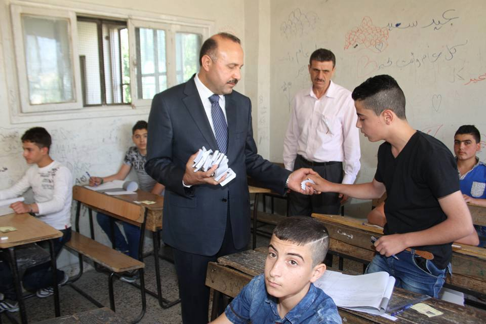 محافظ حماه يصادر كميات رهيبة من الرواشيت - امتحانات التاسع 2017 سوريا حماه