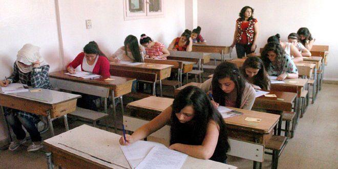 """آراء الطلاب حول سهولة اسئلة الرياضيات وصعوبتها والموجه الأول للمادة""""كانت الاسئلة سهلة وواضحة"""""""