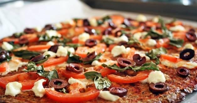 بيتزا بالخبز الأسمر للريجيم