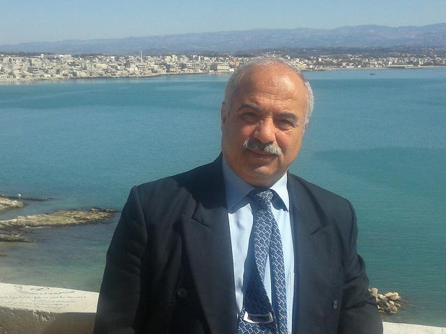 الأستاذ وليد حسون :  خطة المواضيع و الترحيب